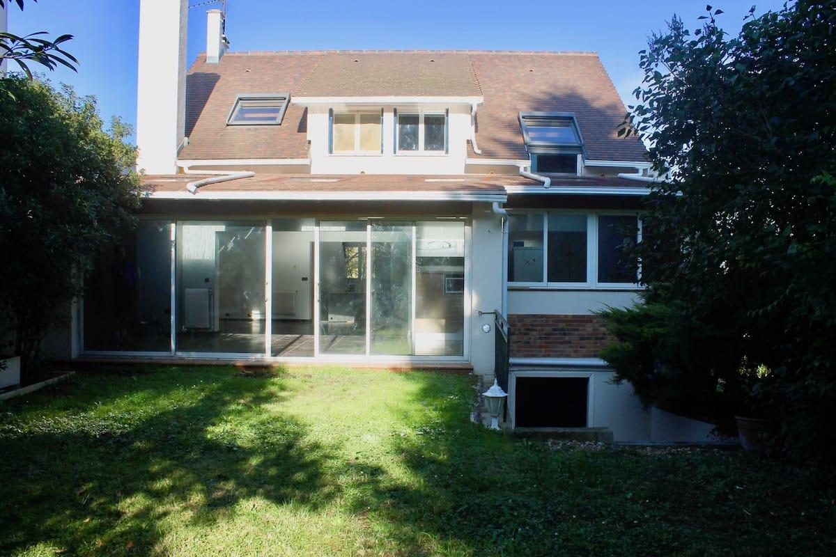 Maison contemporaine maison sur marne for Jardin 700m2